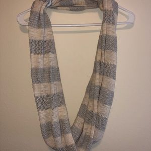 American eagle knitted infinity scarf